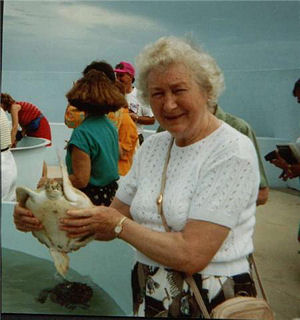Picture of Annabel's Mum holding a turtle